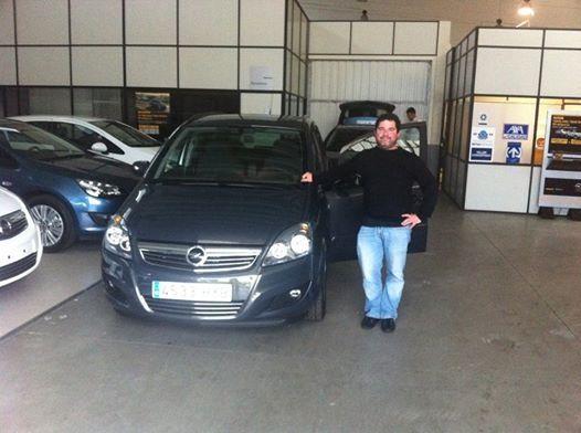 Pablo de Candás con su nueva Zafira