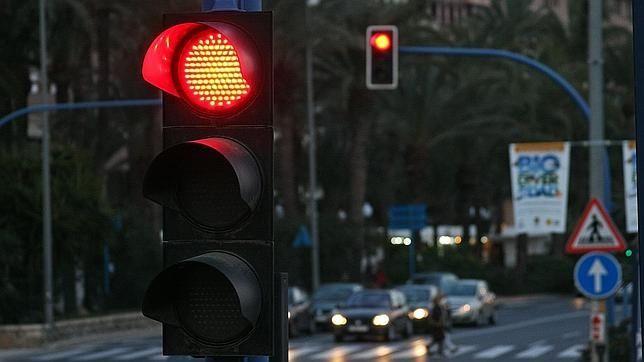 ¿Cuándo apareció el primer semáforo eléctrico?
