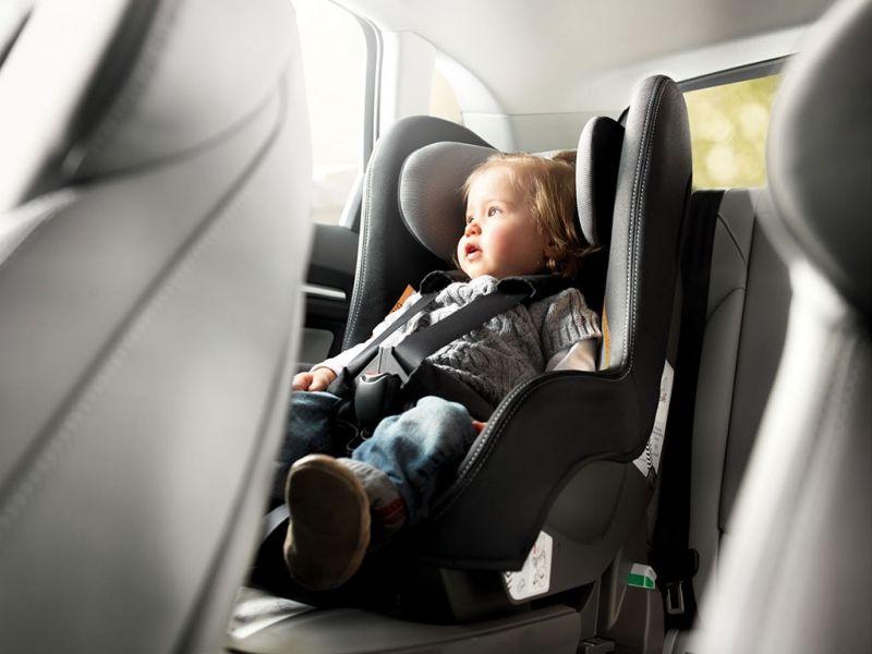 El asiento delantero del coche no podrá ser utilizado por menores que no superen los 135 cm de altura