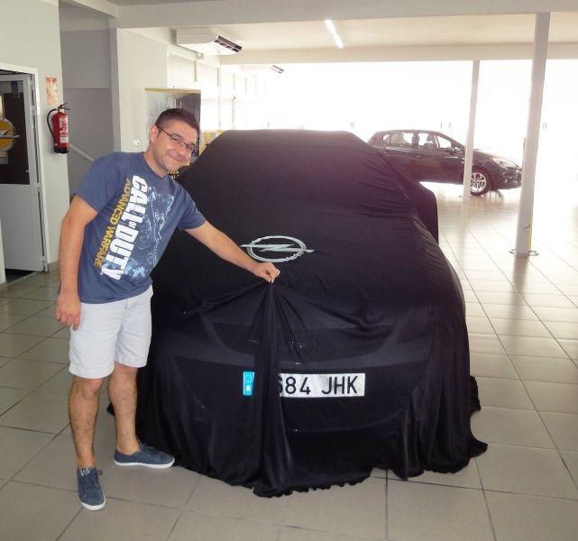 Los Cascales ya disfrutan de su Opel Astra Sport Tourer