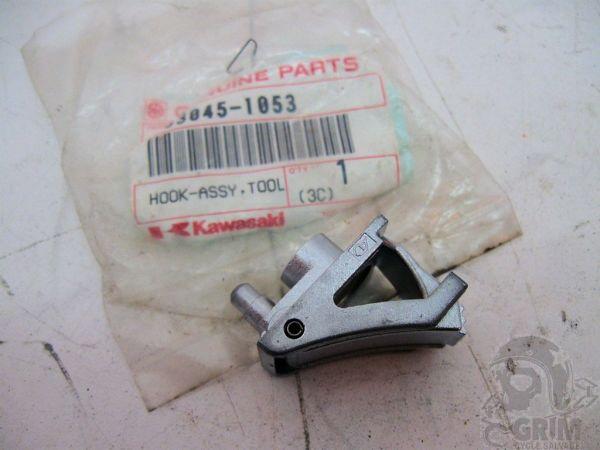 Cierre caja herramientas Kawasaki ZX600 - Ref. 53045-1053