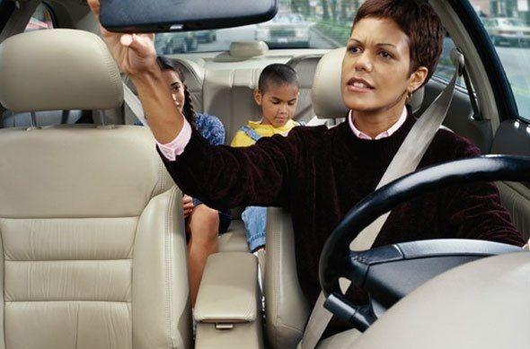 El 68% de los españoles conduce con más cuidado cuando viaja con niños
