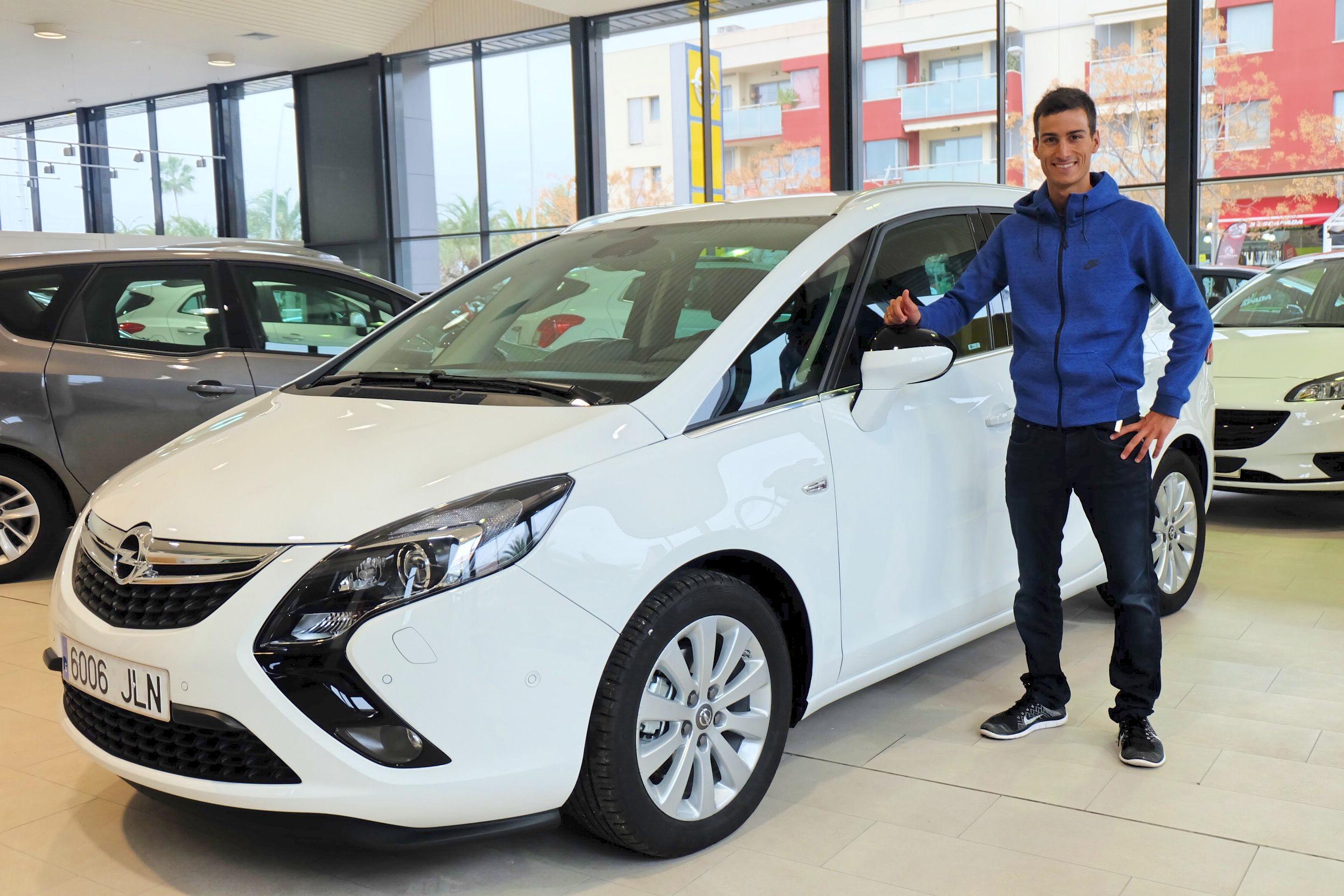 Mario Mola Díaz empieza a disfrutar de su Opel Zafira Tourer en Inca Centro Auto