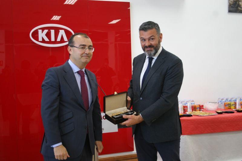 """Talleres ARM Motor premiado por Kia con el """"Platinum Prestige Dealer Award"""""""
