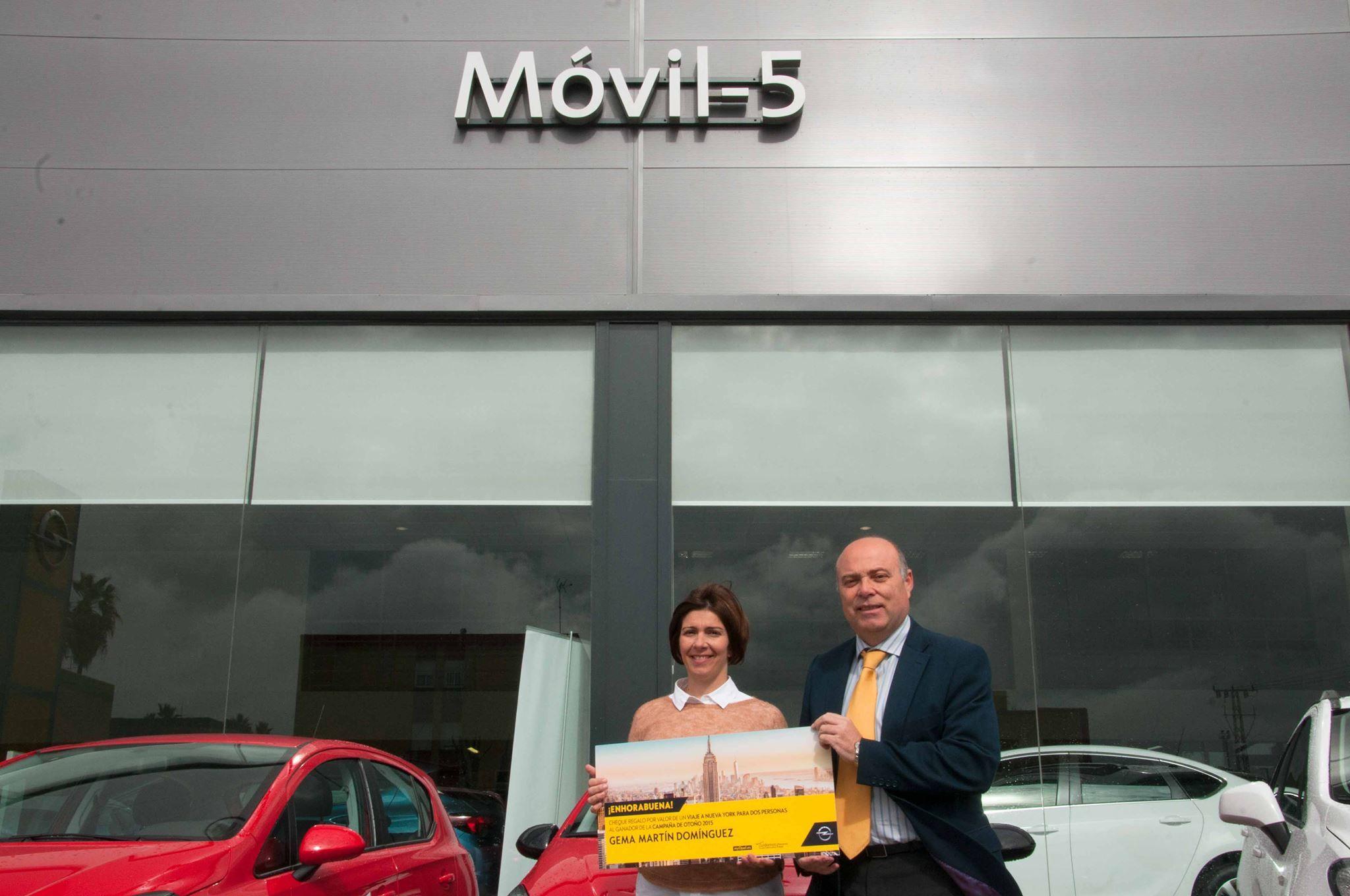 Móvil-5 entrega unos de los 25 premios sorteados en la Campaña de Otoño