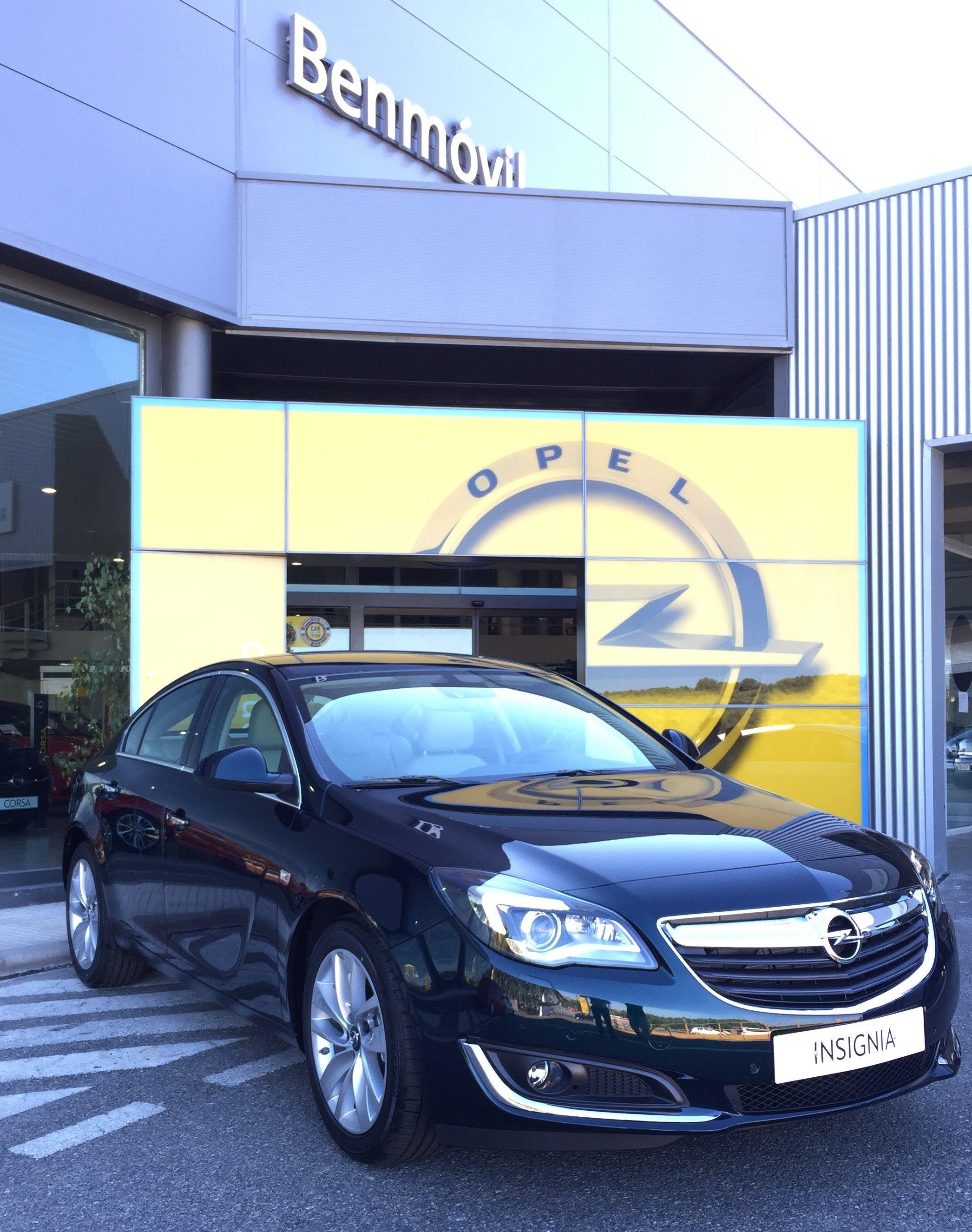 Se busca piloto elegante para conducir Opel Insignia Excellence . Exito asegurado por sólo 210€ al mes