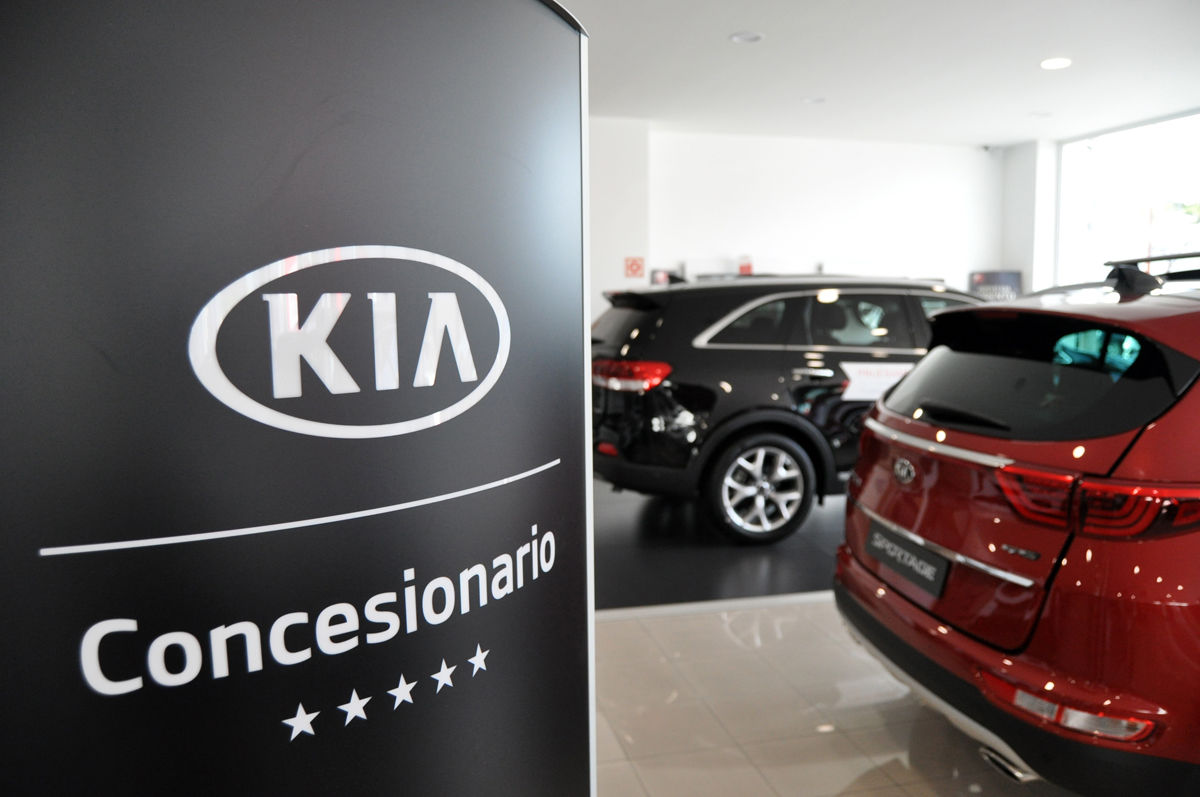 """Corgal Automóviles recibe el distintivo """"Instalación 5 estrellas"""""""