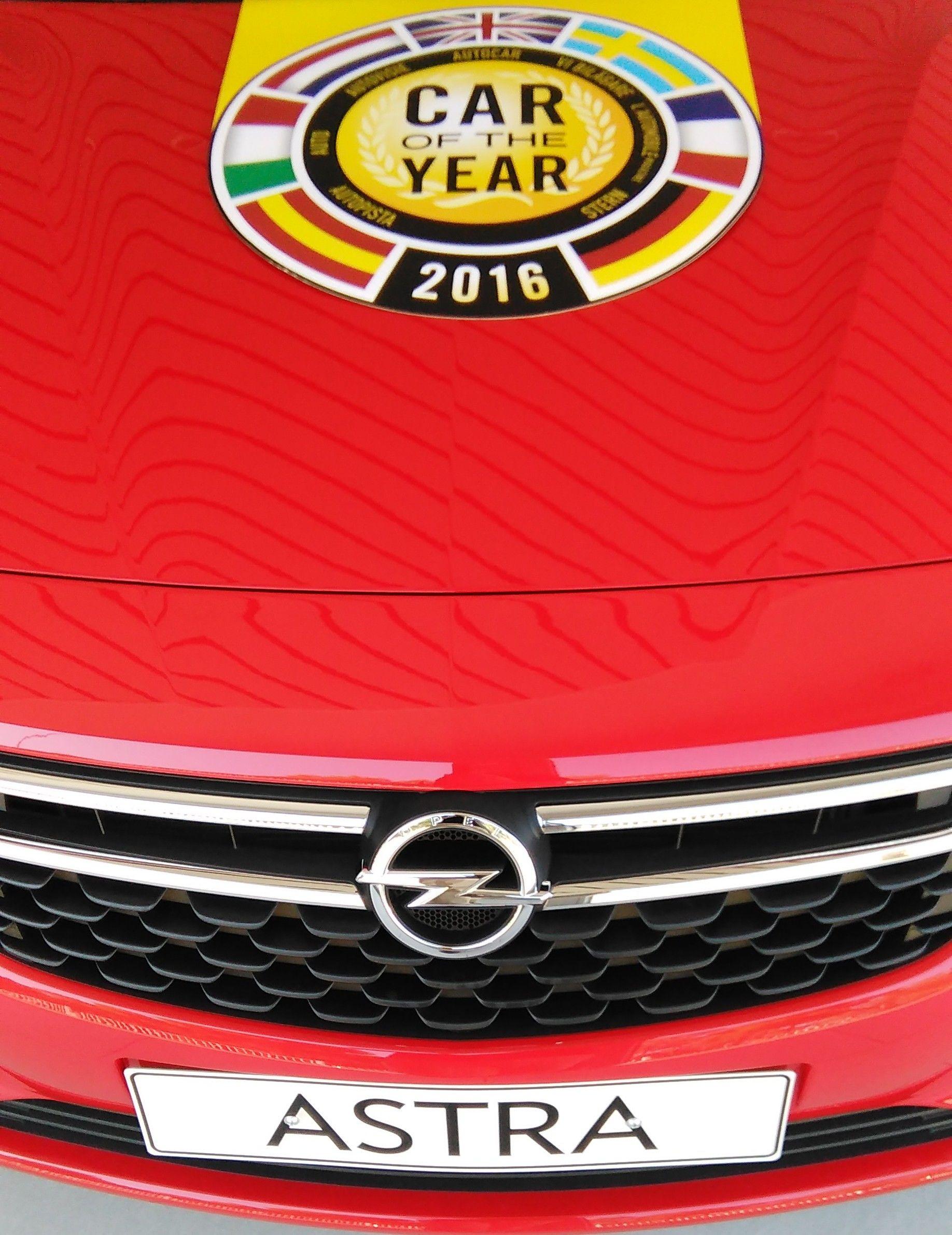 """""""Con sólo 1 añito de vida yo ya era campeón de Europa"""". Eso es lo que le dirá el nuevo Opel Astra a sus nietos."""