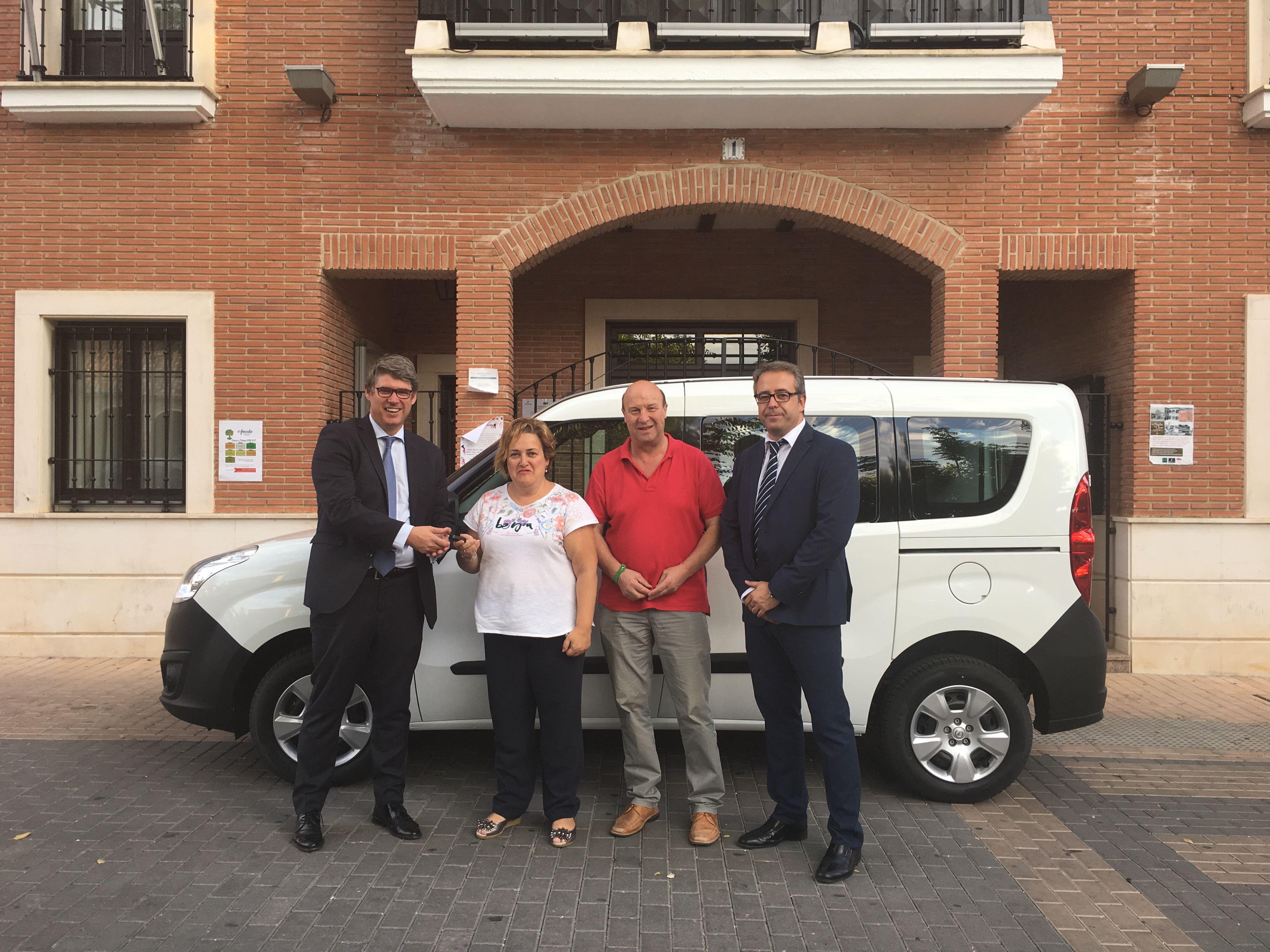 Acai Motor entrega al Ayuntamiento de Alovera una Opel Combo Tour.