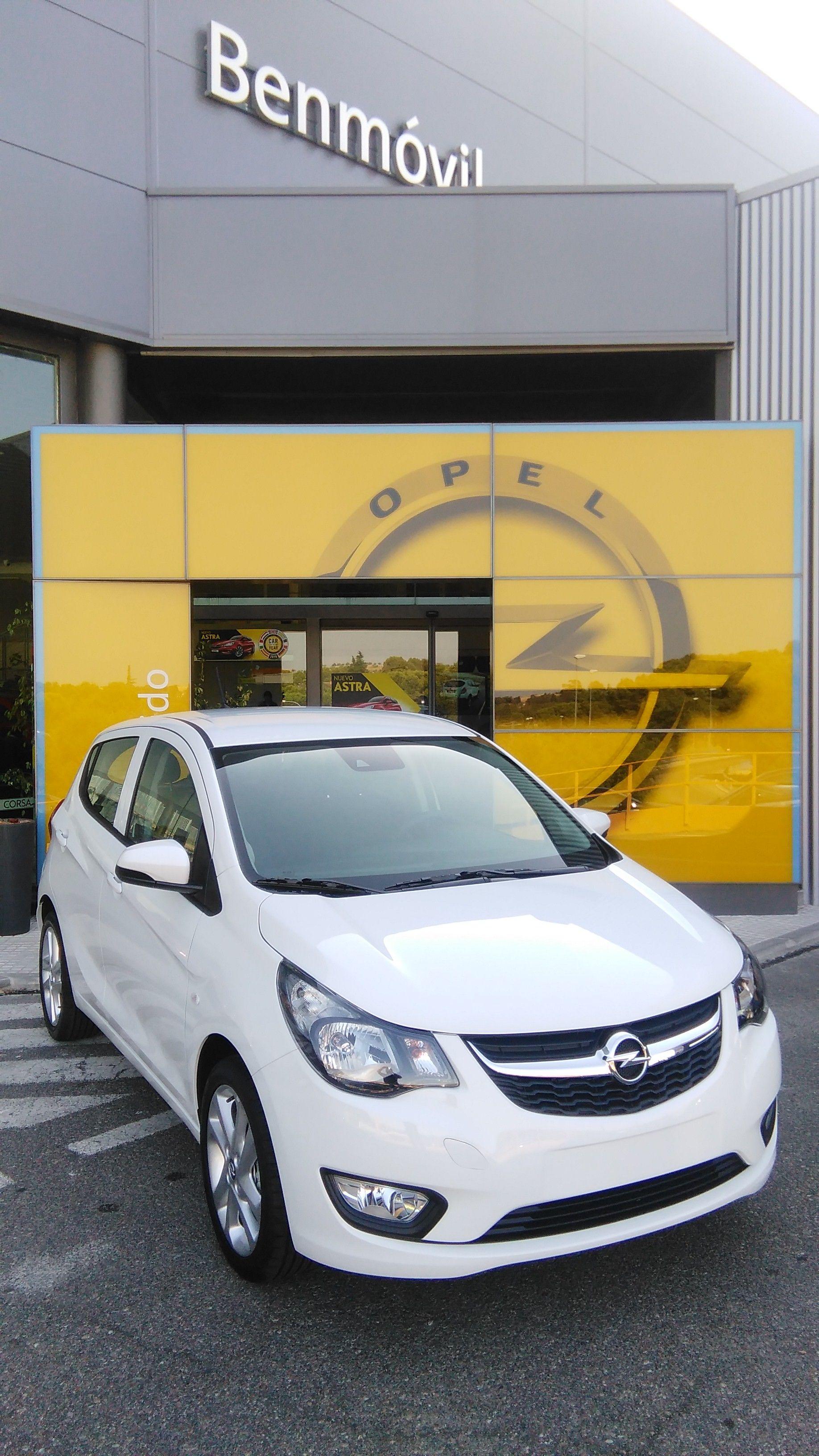 Encuentra las 2.375 diferencias*. Opel Karl con asistente personal OnStar 24 horas por 117€ al mes. ANTES 11.275€ -- AHORA -- 8.900€