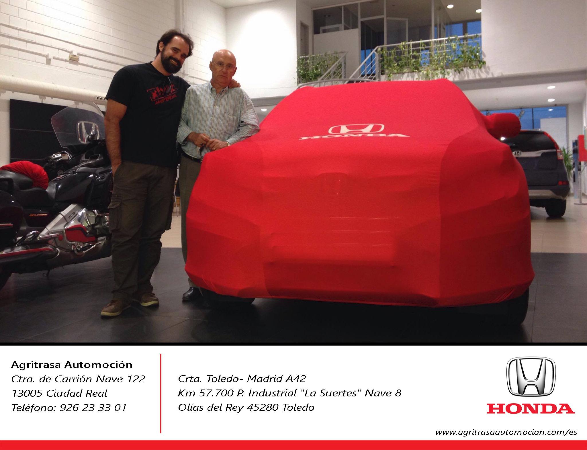 Entrega de Honda CRV a Pedro