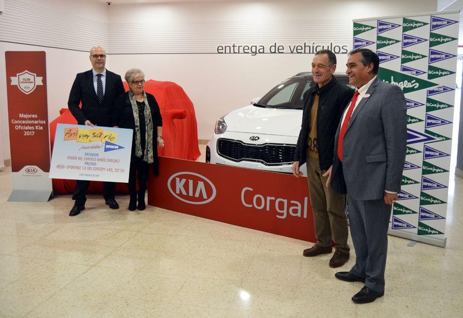 Corgal entrega uno de los 30 Sportage del 75 aniversario de Hipercor