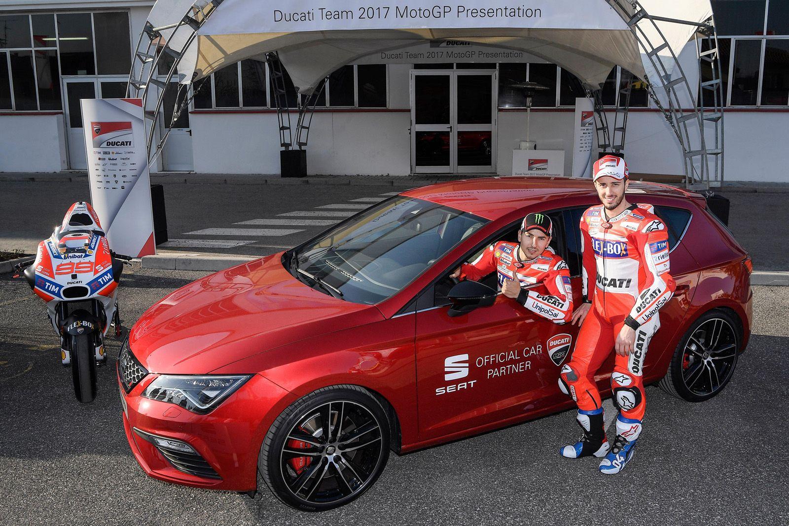 SEAT León Cupra, coche oficial del equipo Ducati de Moto GP