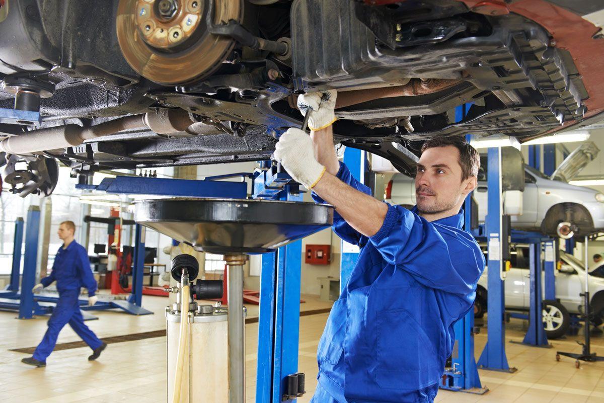 ¿Qué elementos del coche se consideran de mantenimiento?