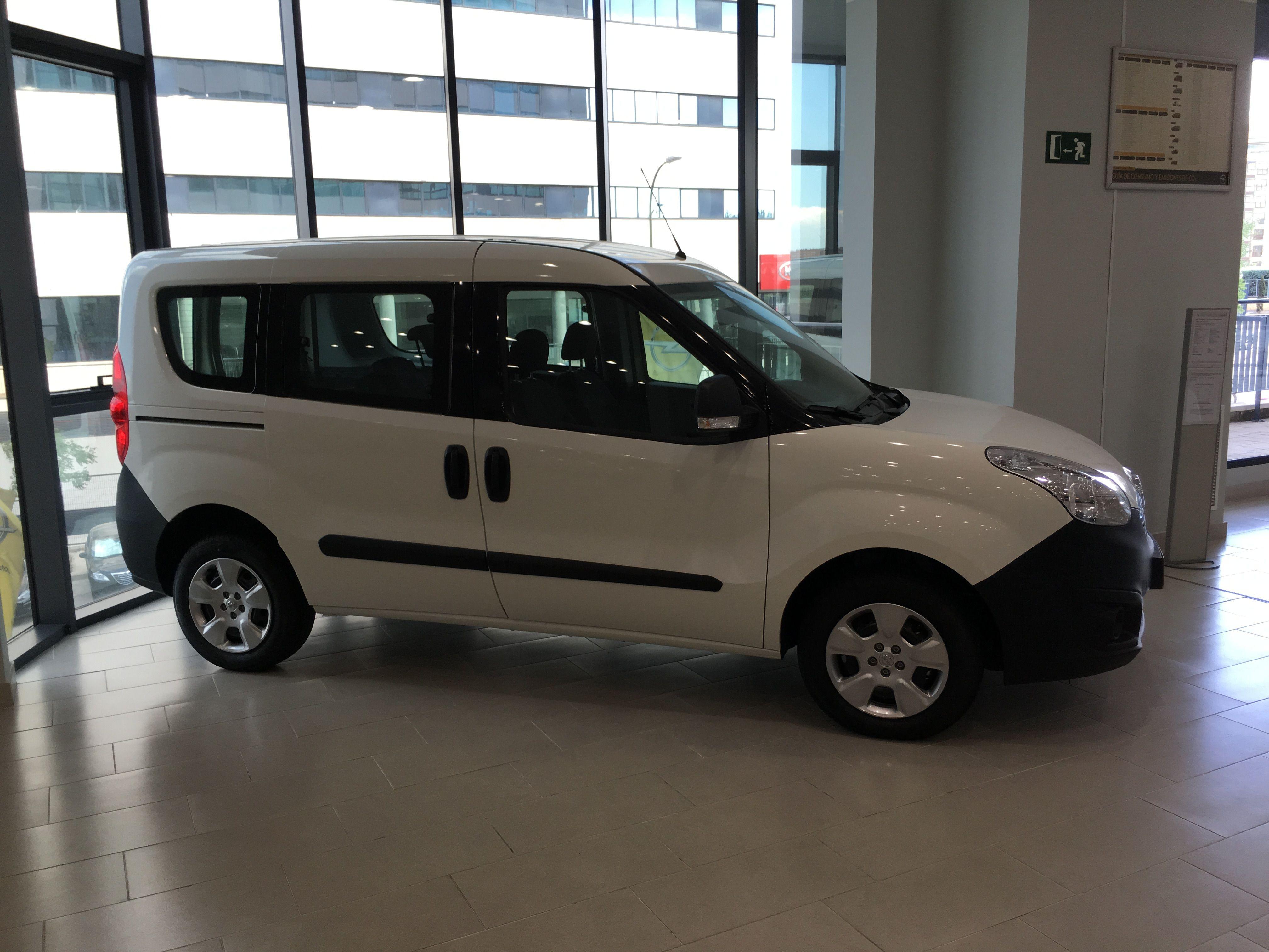 Oferta Especial /13.550€/ Opel Combo Tour Expression 1.3 CDTI  95CV Euro 6
