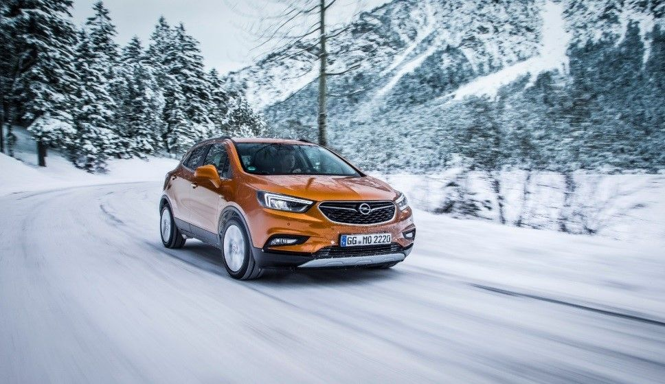 El encanto del invierno: tranquilidad en nieve o hielo con Opel