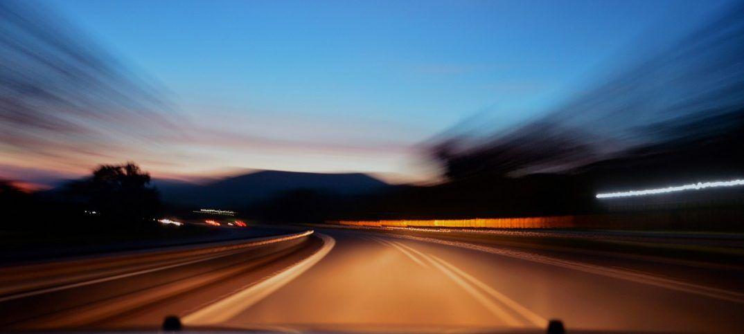 Diez grandes consejos para conducir de noche