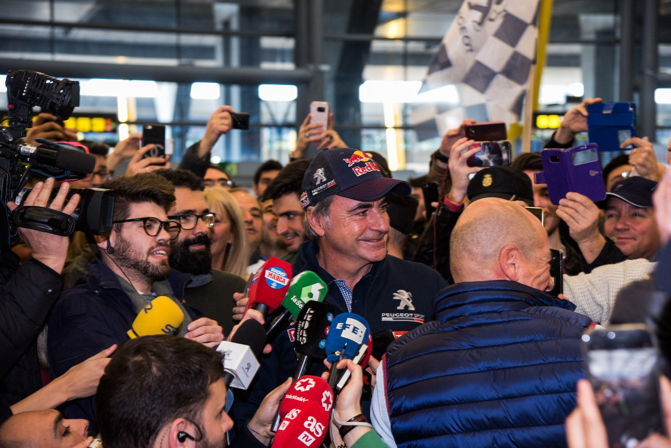 Carlos Sainz y Lucas Cruz celebran en Madrid su victoria en un Dakar histórico con el PEUGEOT 3008 DKR Maxi