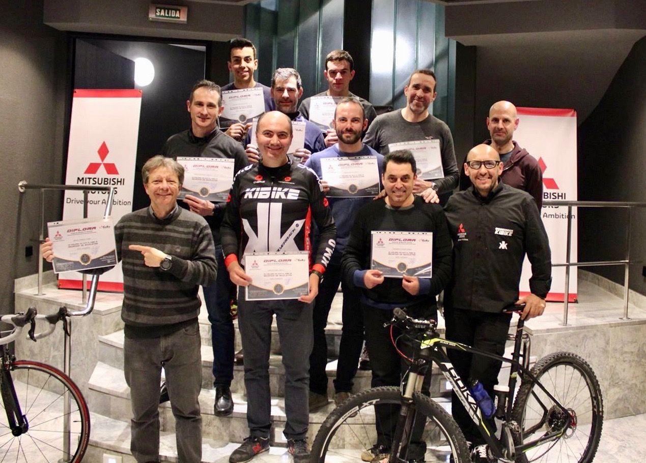 Mitsubishi Levante apoya la formación de los aficionados al mundo del ciclismo