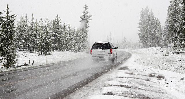 ¿Qué precauciones debemos tener con nuestro coche en invierno?