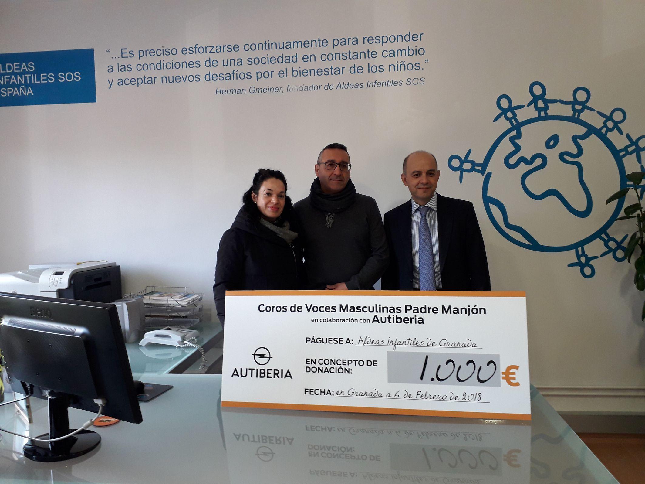 Opel Autiberia y el Coro de Voces Graves Padre Manjón  donan 1.000€ a Aldeas Infantiles Granada.