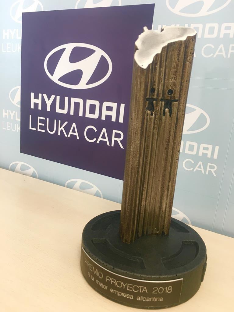 Hyundai Leuka Car recibe el premio de empresa concienciada con la responsabilidad social en la ciudad de Alicante.