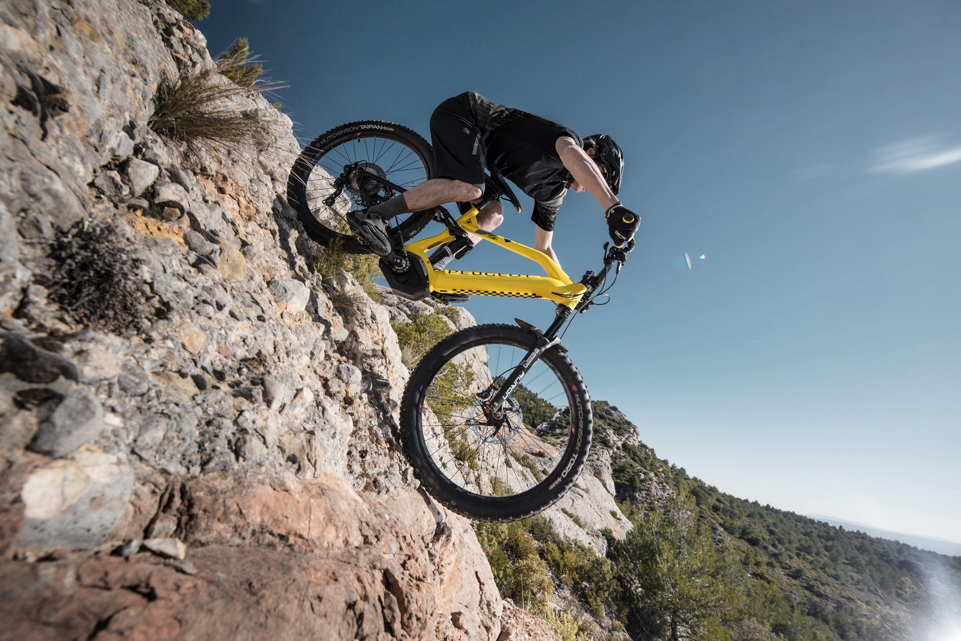 Peugeot presenta su nueva bicicleta de montaña eléctrica con batería integrada