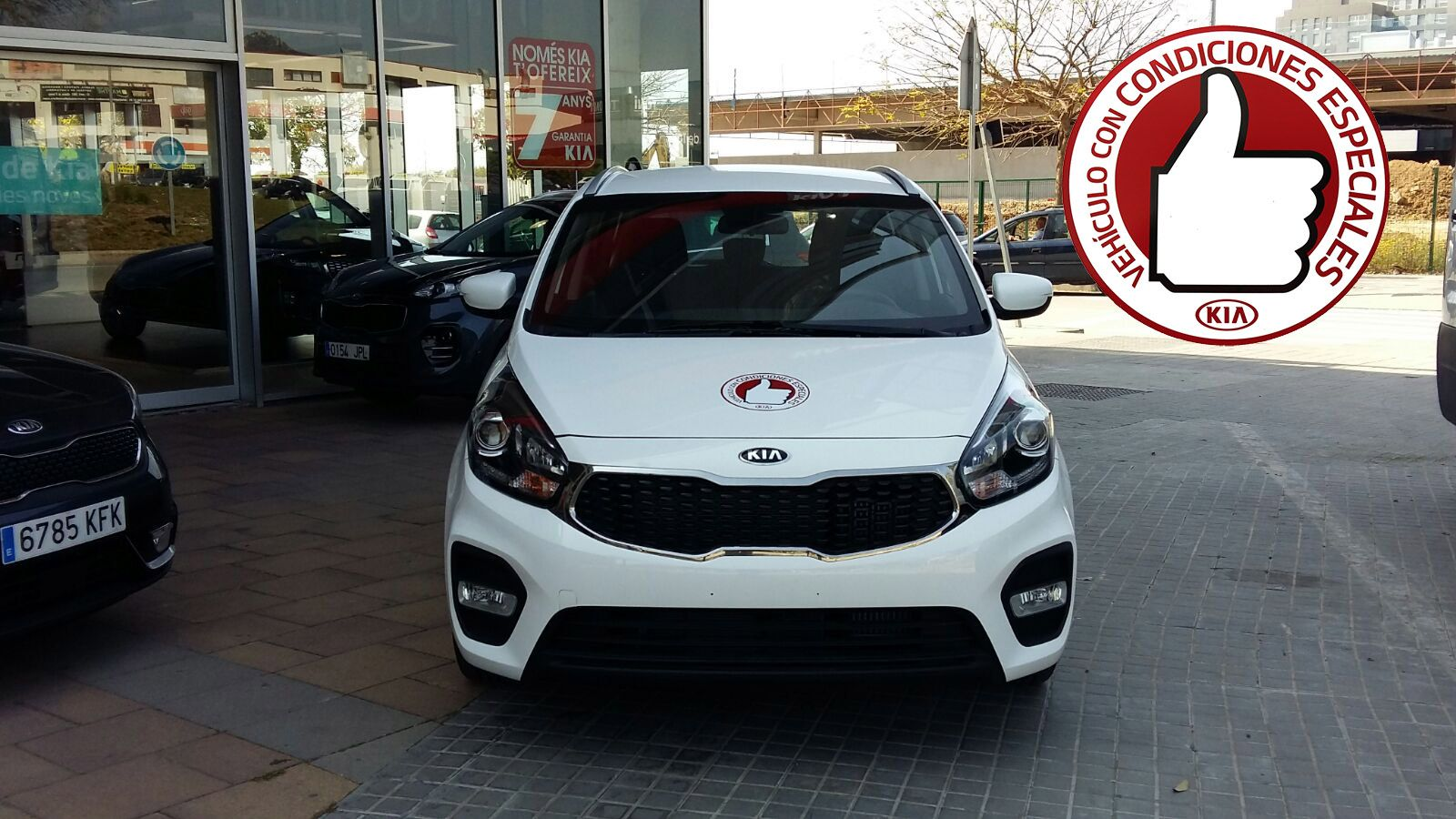 Kia Carens 1.7 CRDi Business Red Label por 17.250*