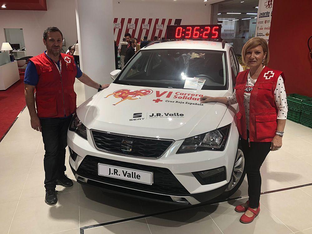 Reparto dorsales Carrera Solidaria Cruz Roja en J.R. Valle