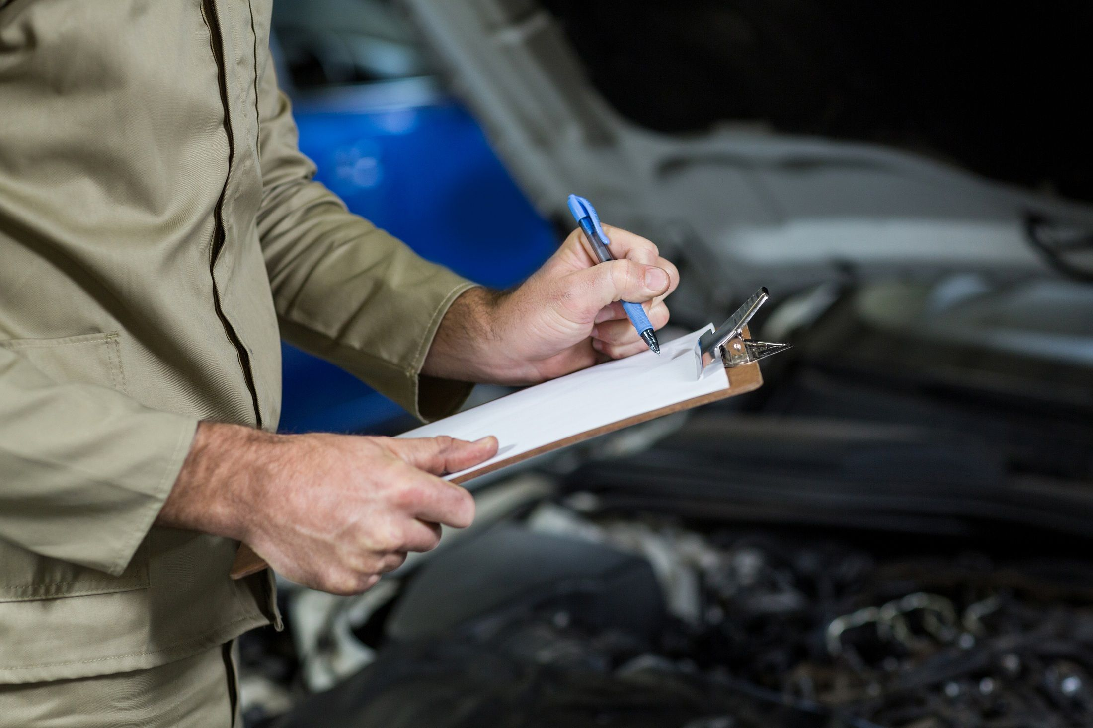 Mantenimiento de tu vehículo: cuándo revisar y cambiar los líquidos.