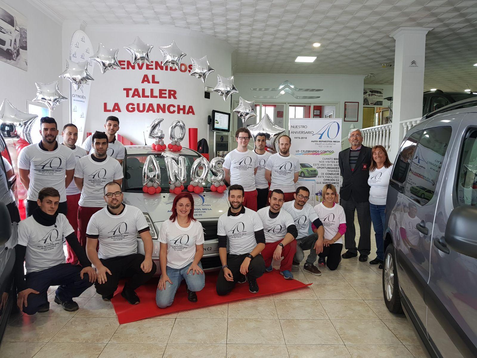 Equipo al completo Taller La Guancha, gracias a los miles de clientes que nos han visitado en estos 40 años !!