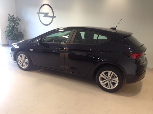 Opel Astra Selective 1.6 cdti 110cv Diesel por 15600€* KM0.