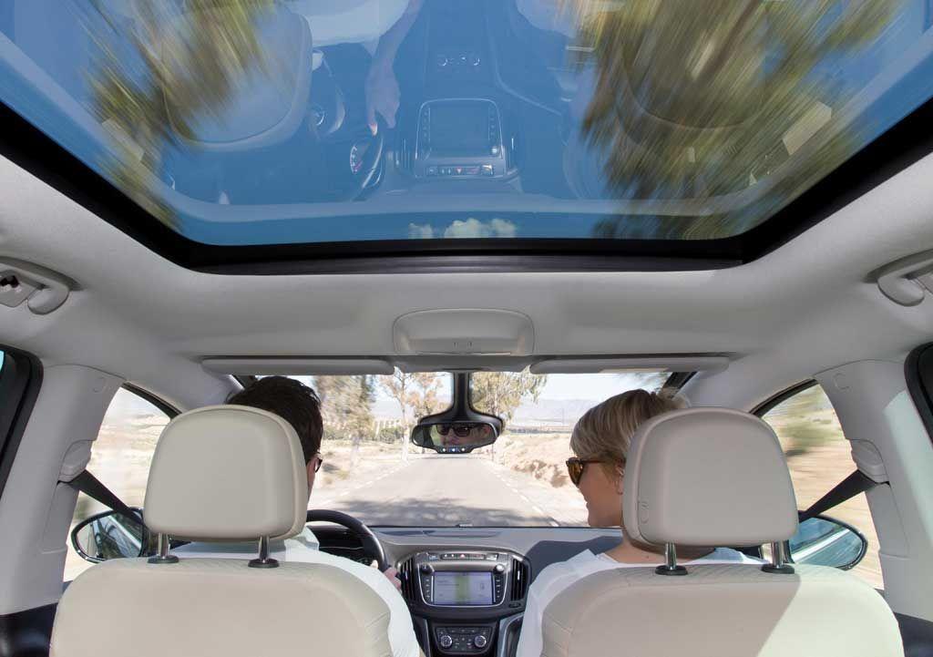 Techos panorámicos Opel para disfrutar del cielo veraniego