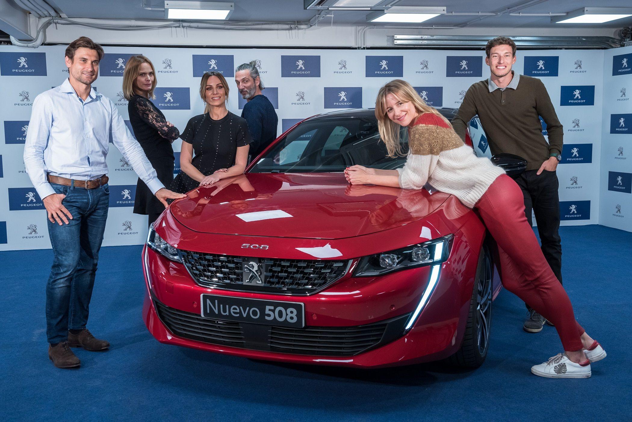 """Figuras del cine, moda, música, deporte y las pasarelas descubren la tecnología """"nocturna"""" del Nuevo Peugeot 508"""