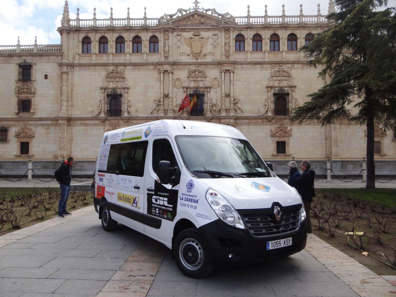 Grupo Gil colabora en la adquisición de un vehículo de transporte para la Asociación de Familiares de Enfermos de Alzheimer