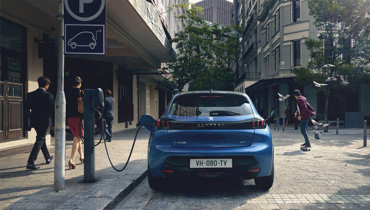 Nuevo Peugeot 208: Futuristic & Young