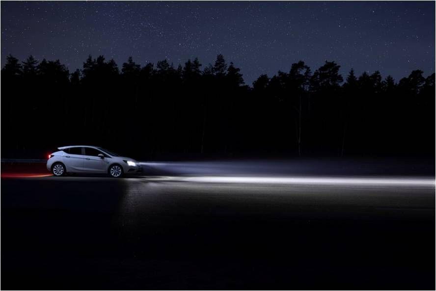 Tecnología de iluminación para todos: el Opel Astra convierte la noche en día