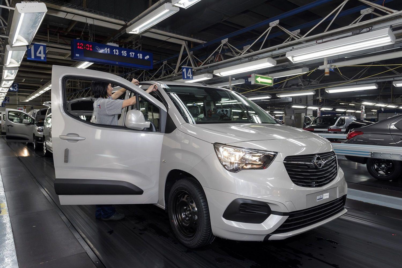 El Opel Combo sale de la Central de Vigo para llegar a más de 30 países
