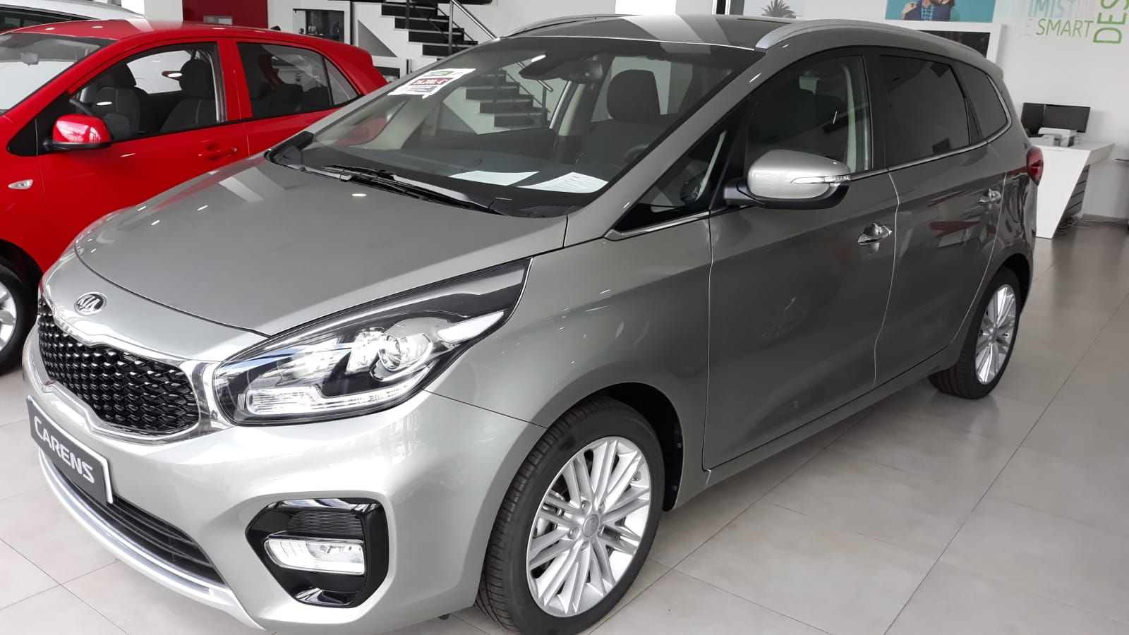 KIA CARENS 1.6 GDI DRIVE 7 PLAZAS COLOR CELESTIAL SILVER POR SOLO 16.200€* FINANCIANDO