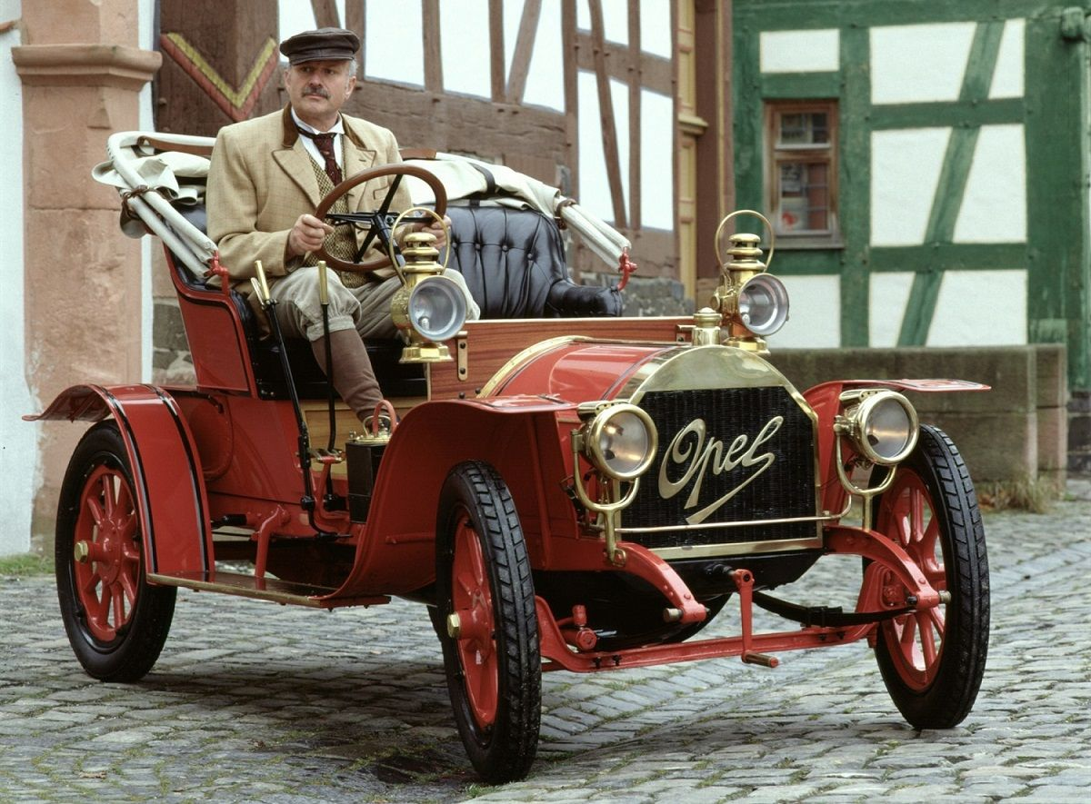 Opel celebra 120 años poniendo innovaciones al alcance de todos a través de sus vehículos más icónicos