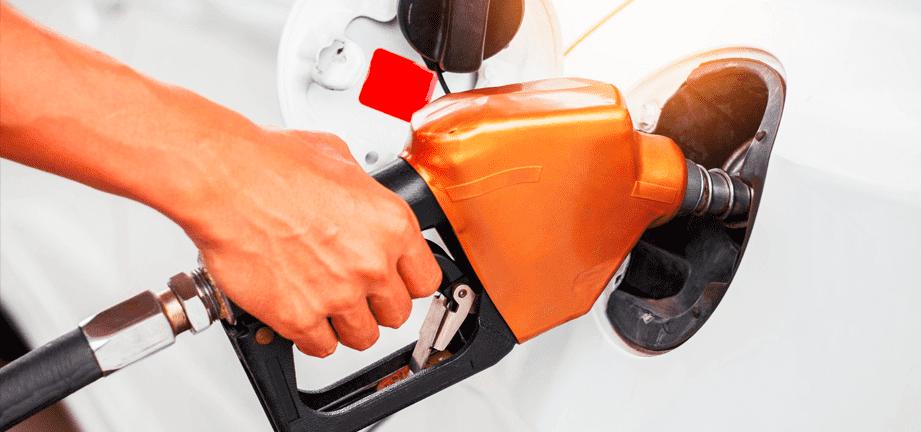 5 trucos para ahorrar gasolina al repostar