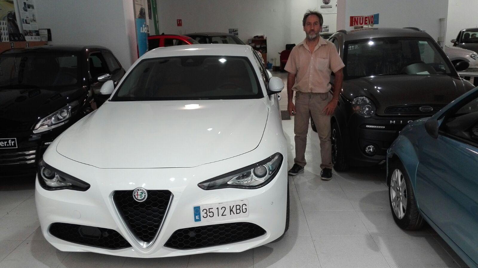 Entrega de un Alfa Giulia a Antonio de Beniparrell