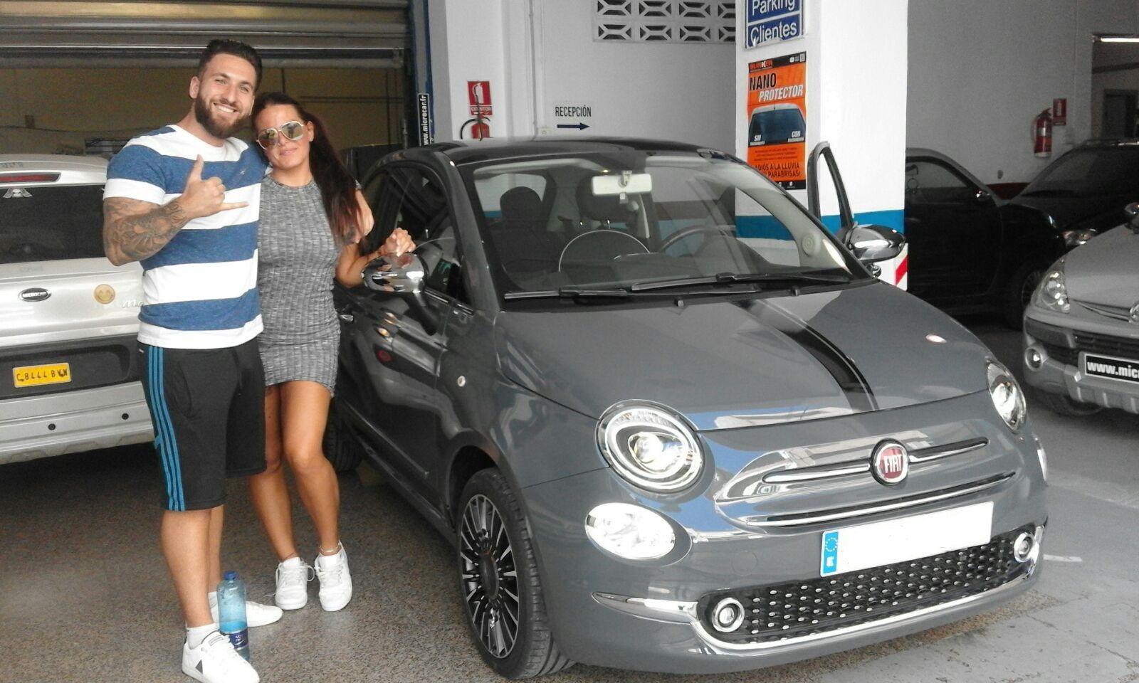Entrega a Pati y Vicente de un Fiat 500