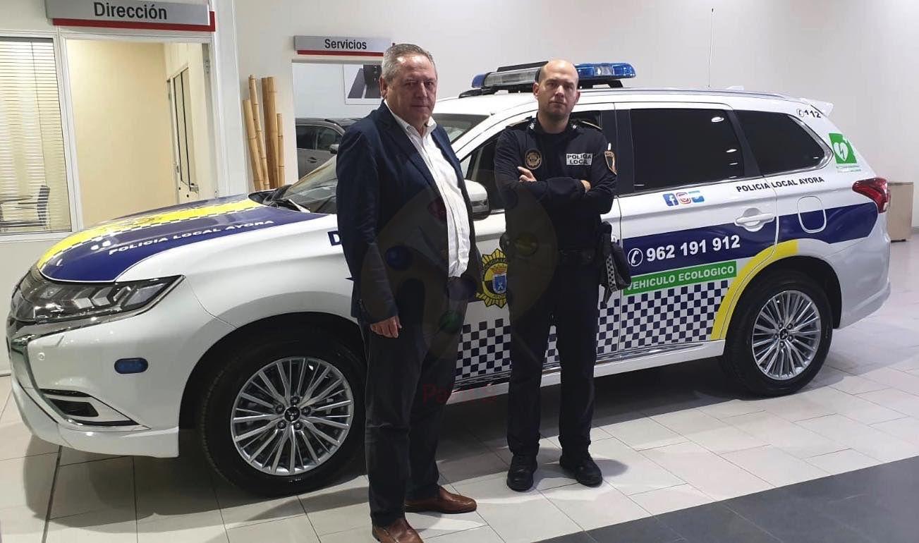 Nuevo Mitsubishi Outlander PHEV para la policia local de Ayora