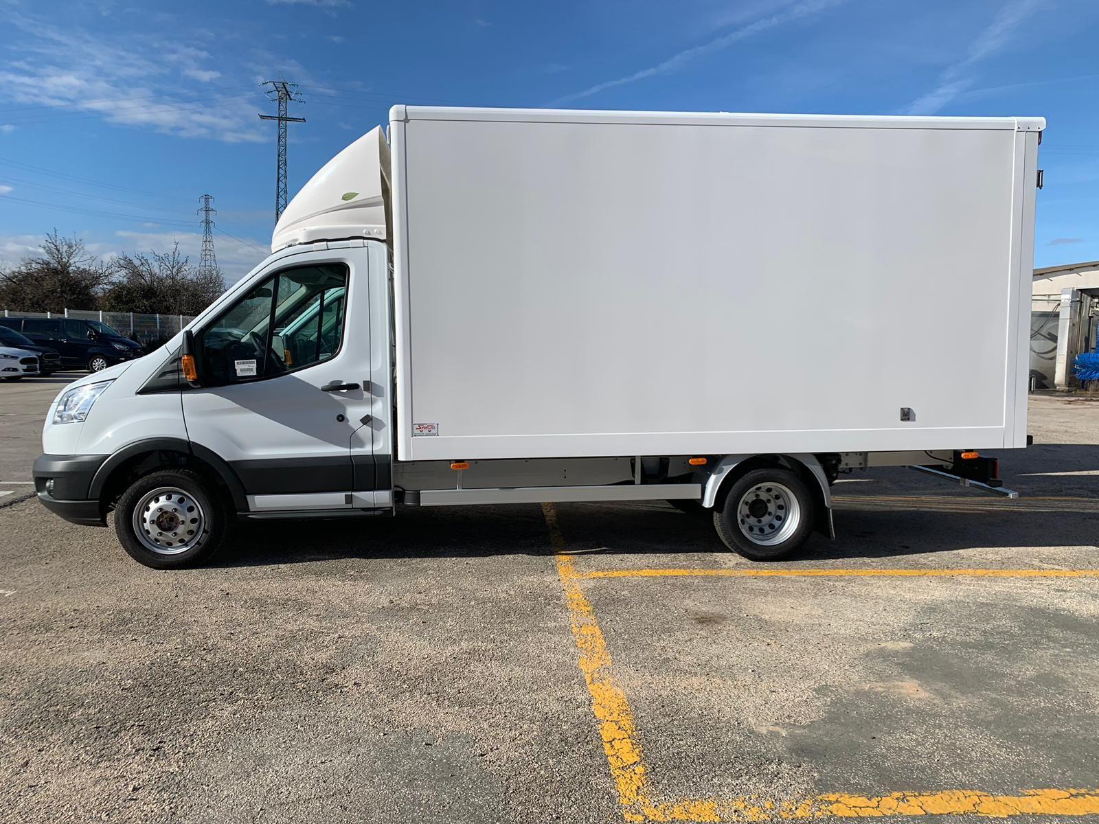 Ofertas de liquidación de stock en Ford Transit carrozado como furgón de poliester reforzado
