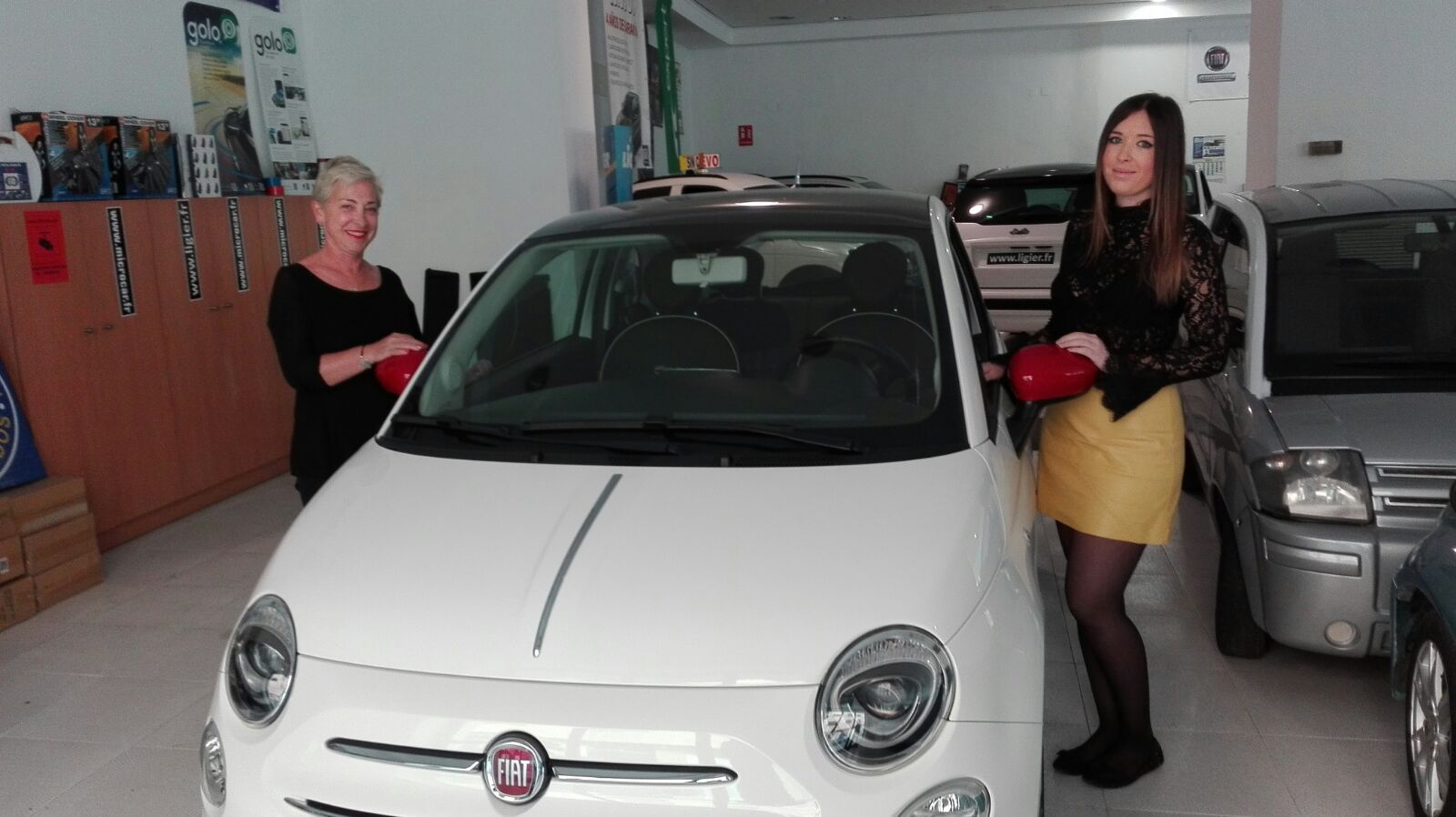 Entrega a Pilar y Marta de un Fiat 500 Lounge
