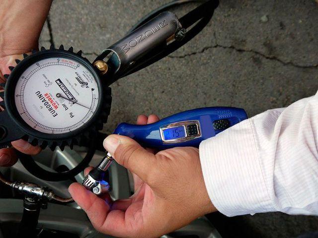 Ahorrar en tus neumáticos con una presion de aire adecuada.