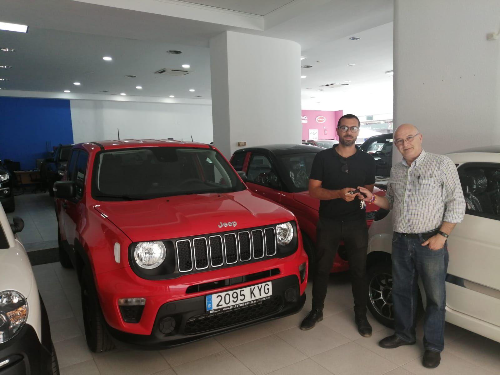 Entrega a Wilson Bernadelli y Paula Mariana un Jeep Renegade