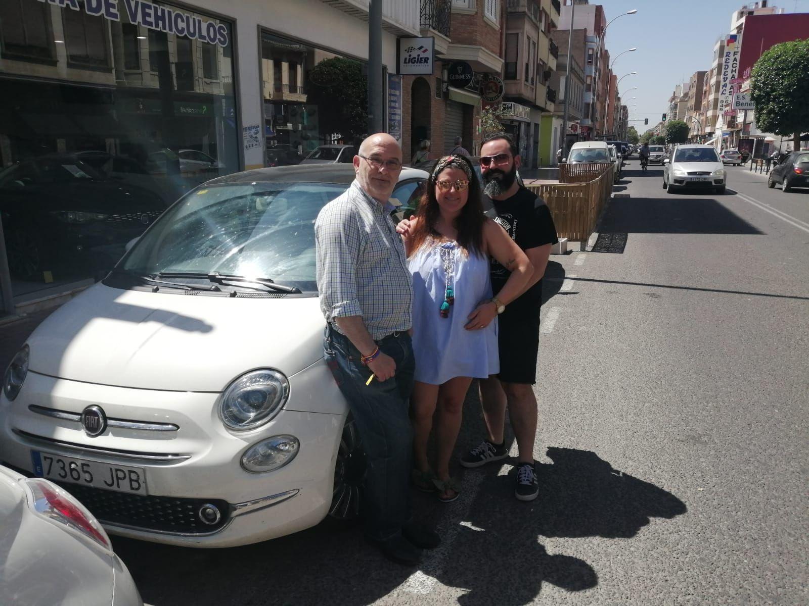 Entrega a Sofia y Emilio de un Fiat 500x