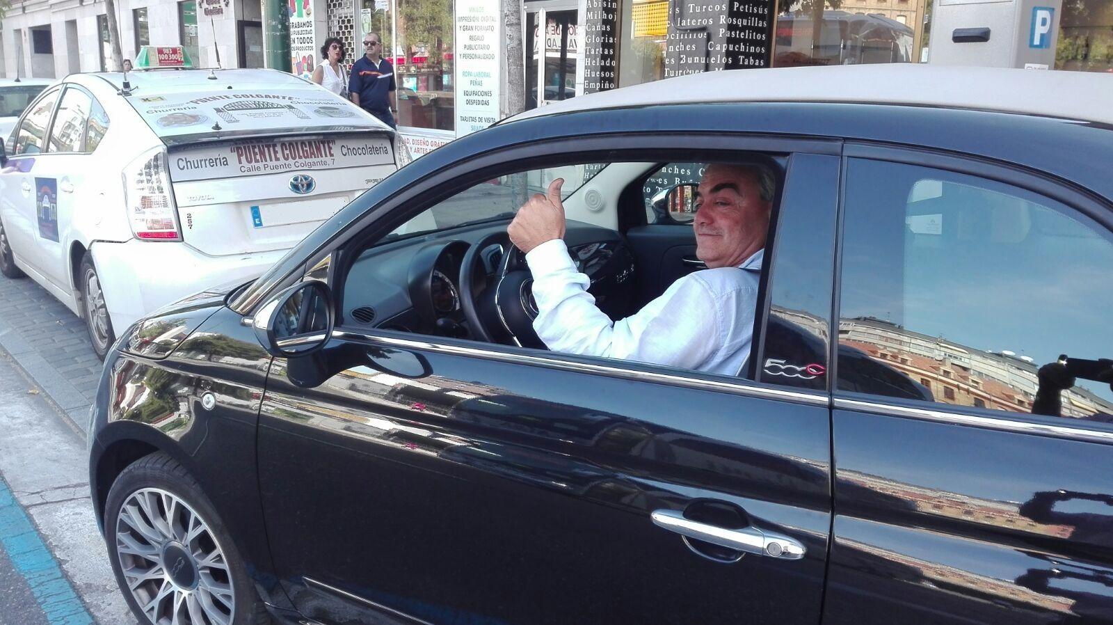 Entrega a Eugenio un Fiat 500 que se va Asturias.